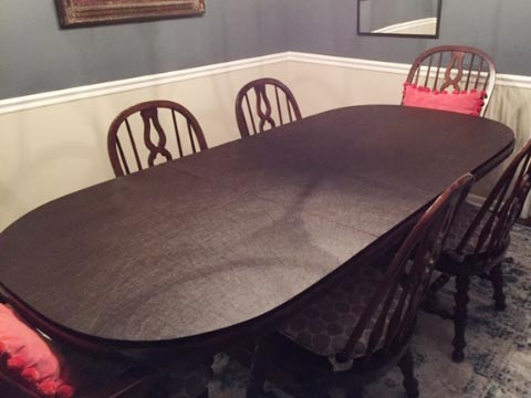 Oval-shaped table protector photo