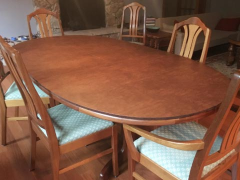 Oval dining table pad