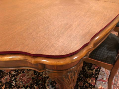 Custom scalloped-edge table protector close-up